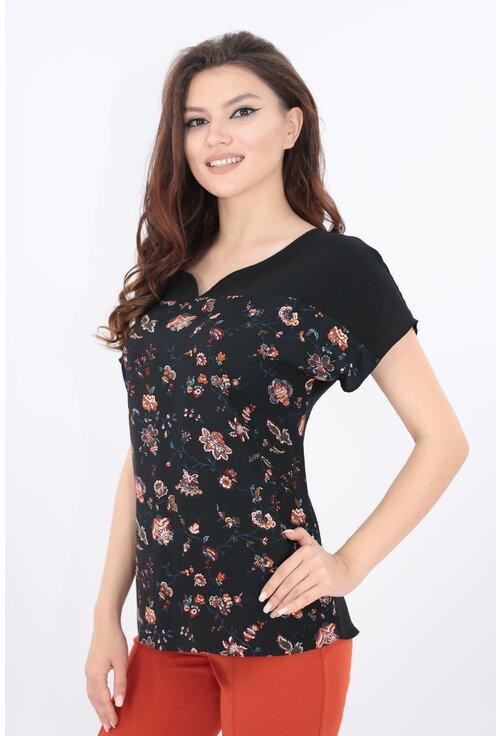 Bluza neagra cu print floral discret