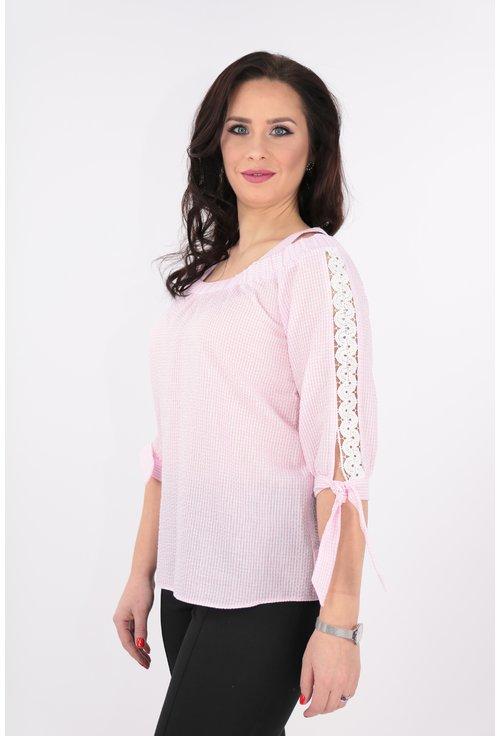 Bluza roz cu bretele si dantela alba