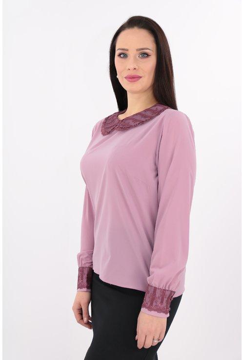 Bluza roz cu guler si mansete cu dantela