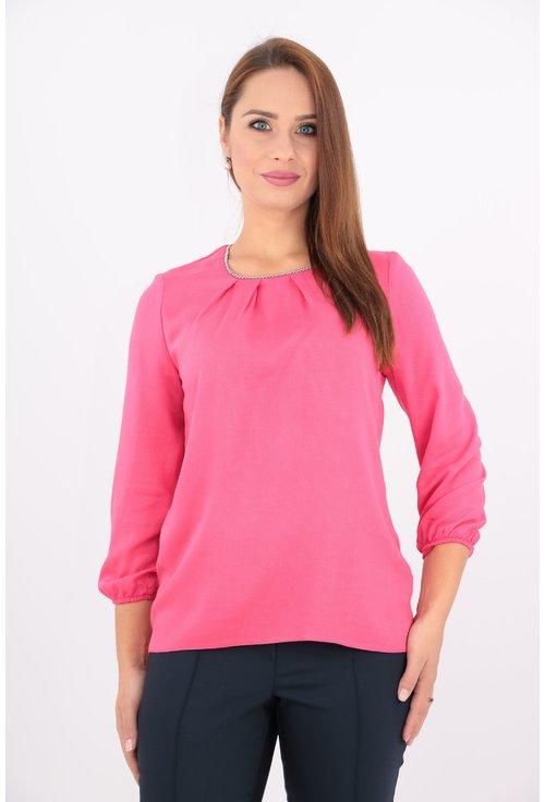 Bluza roz cu margelute argintii la decolteu
