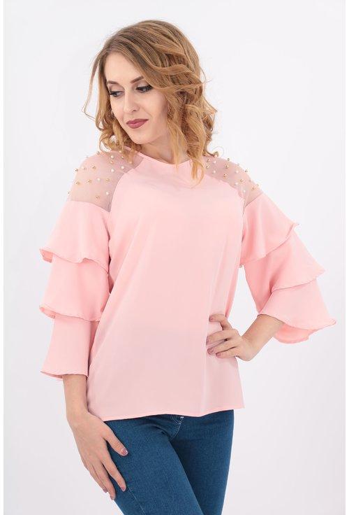 Bluza roz cu perle pe umeri