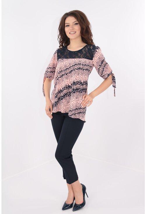 Costum bluza roz si pantaloni bleumarin