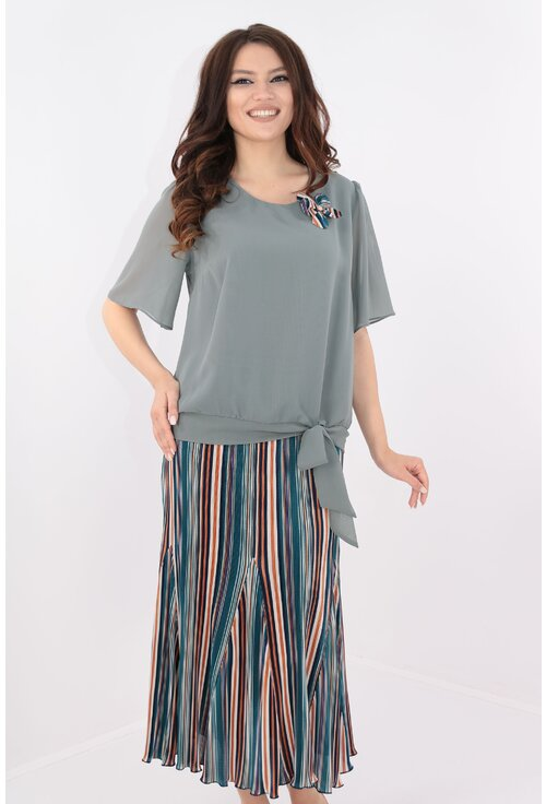 Costum elegant bluza si fusta plisata