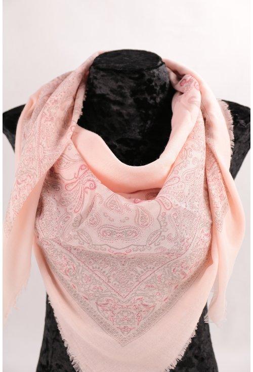 Esarfa patrata fina roz cu desen floral