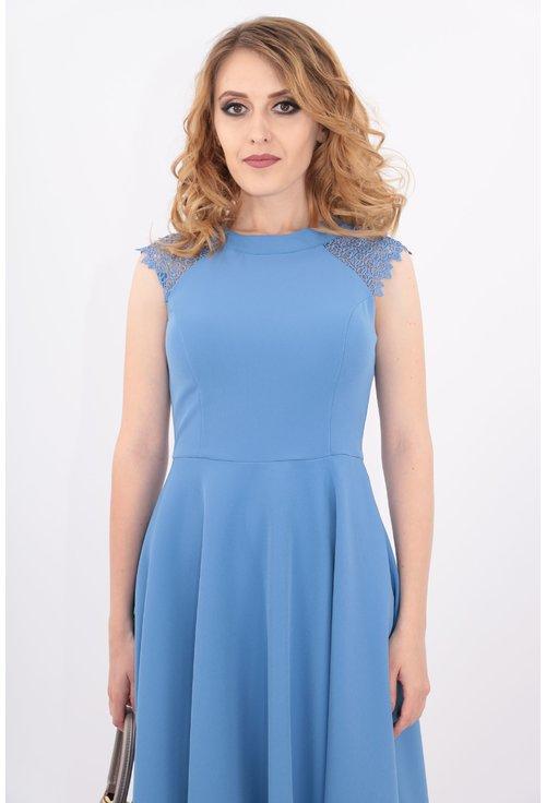 Rochie bleu cu dantela pe umeri