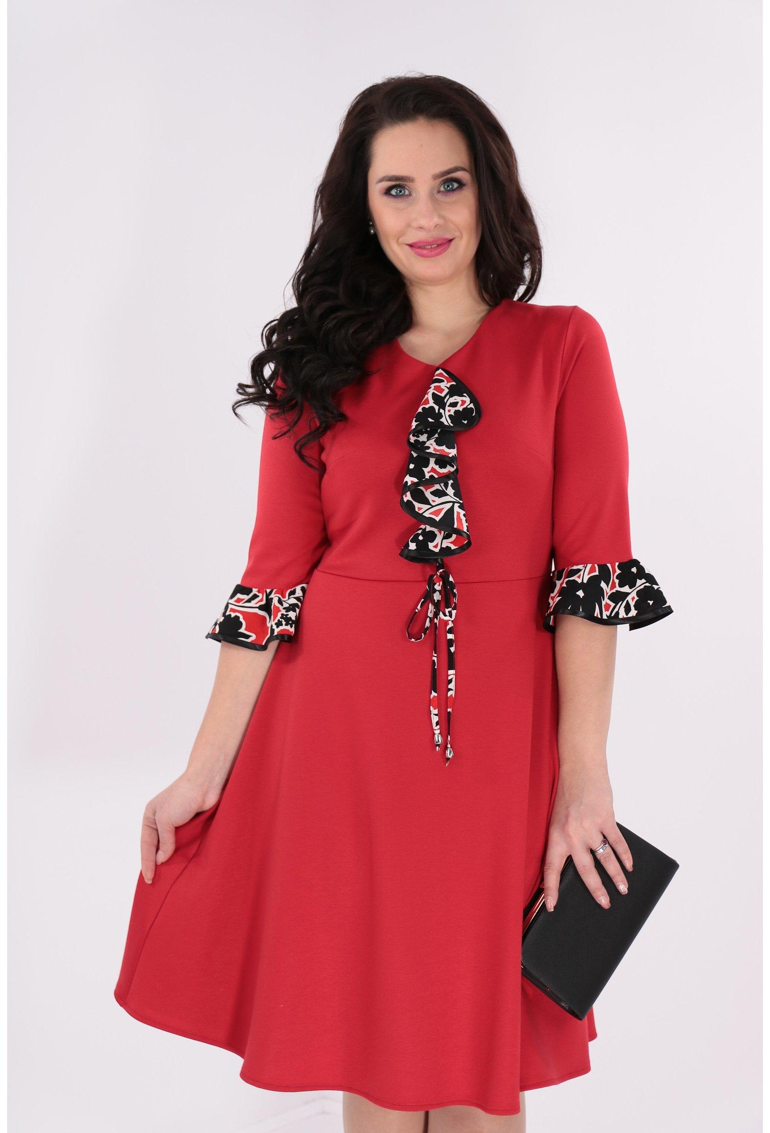 Rochie clos rosie cu volane colorate