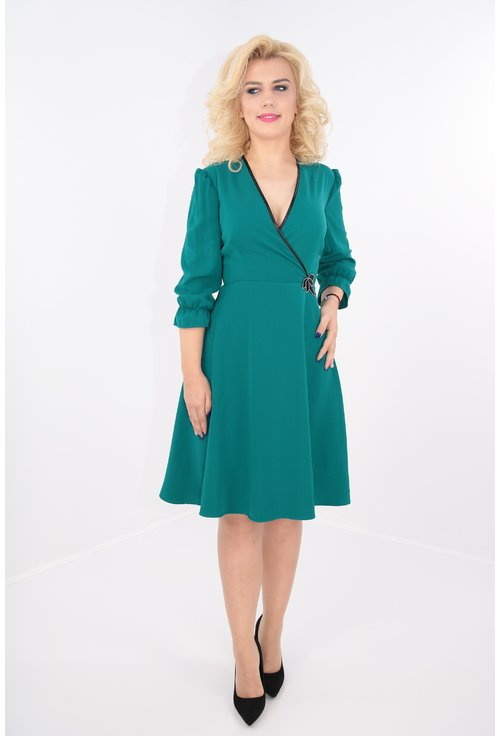 Rochie clos verde cu broderie neagra