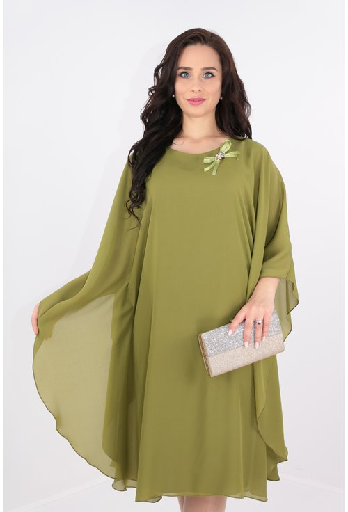 Rochie din voal verde-olive cu brosa aurie