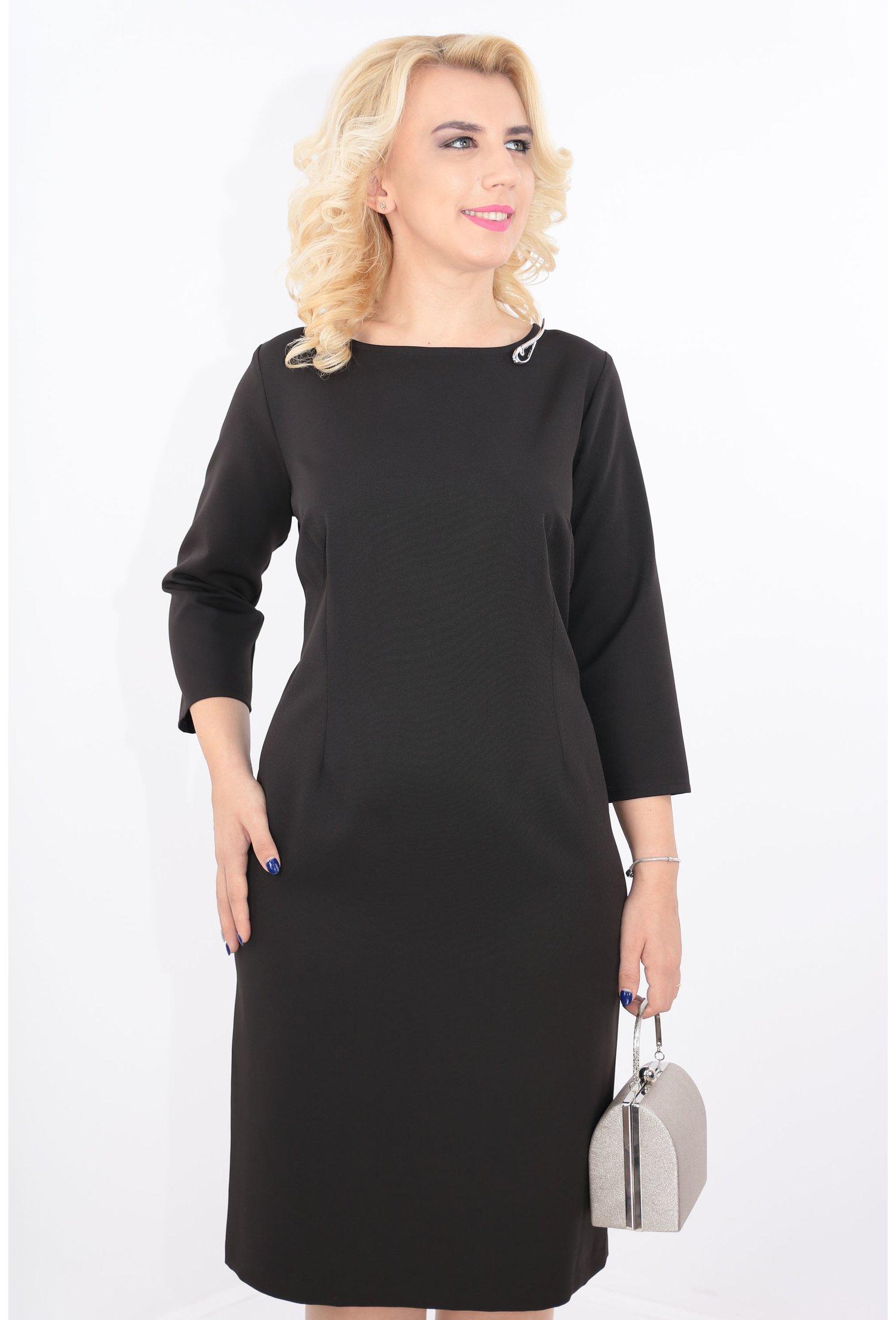 Rochie eleganta neagra cu brosa argintie