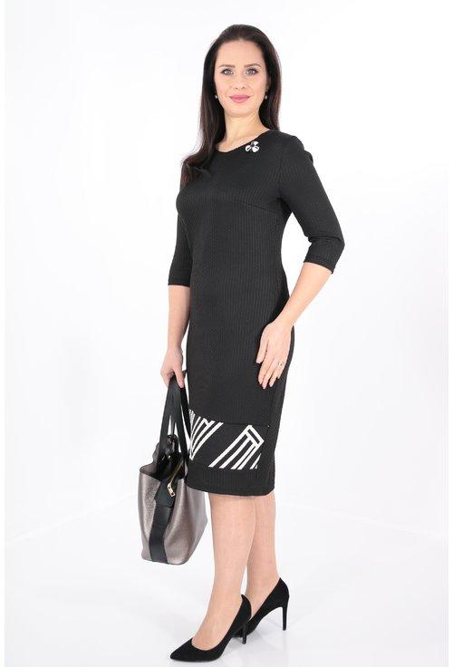 Rochie neagra cu bordura geometrica la tiv