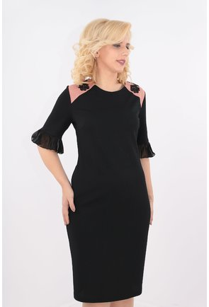 Rochie neagra cu garnitura roz pudra