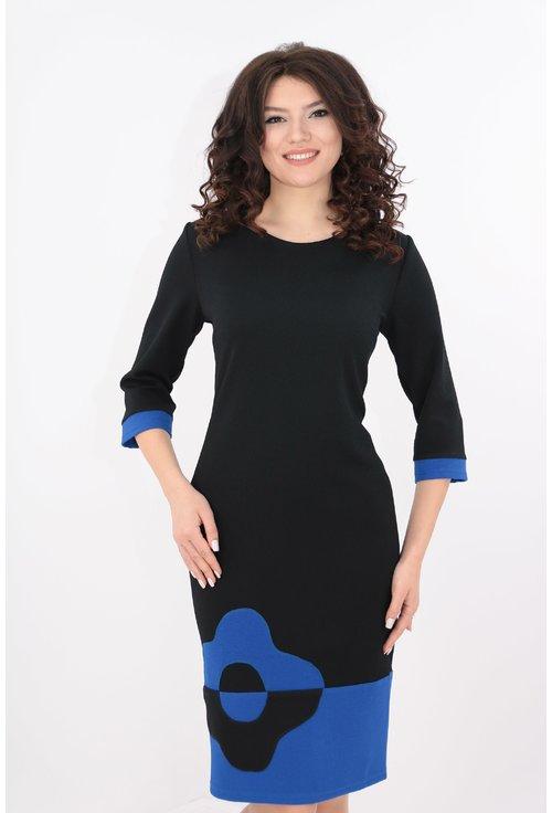 Rochie neagra cu tiv albastru si floare contrast