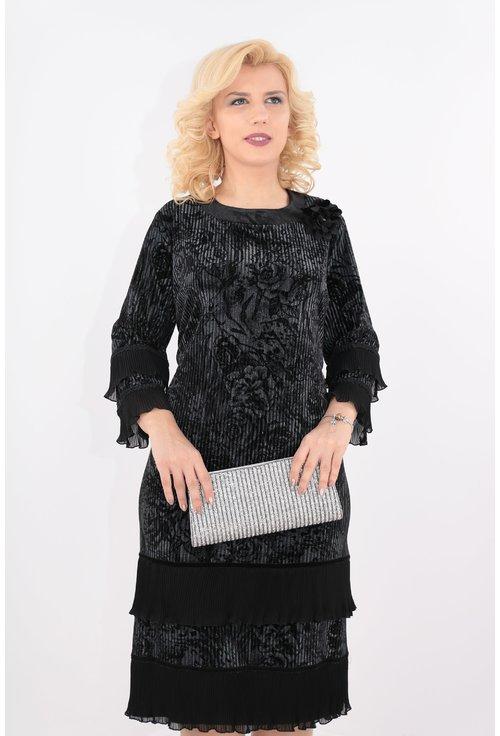 Rochie neagra din catifea cu volane plisate