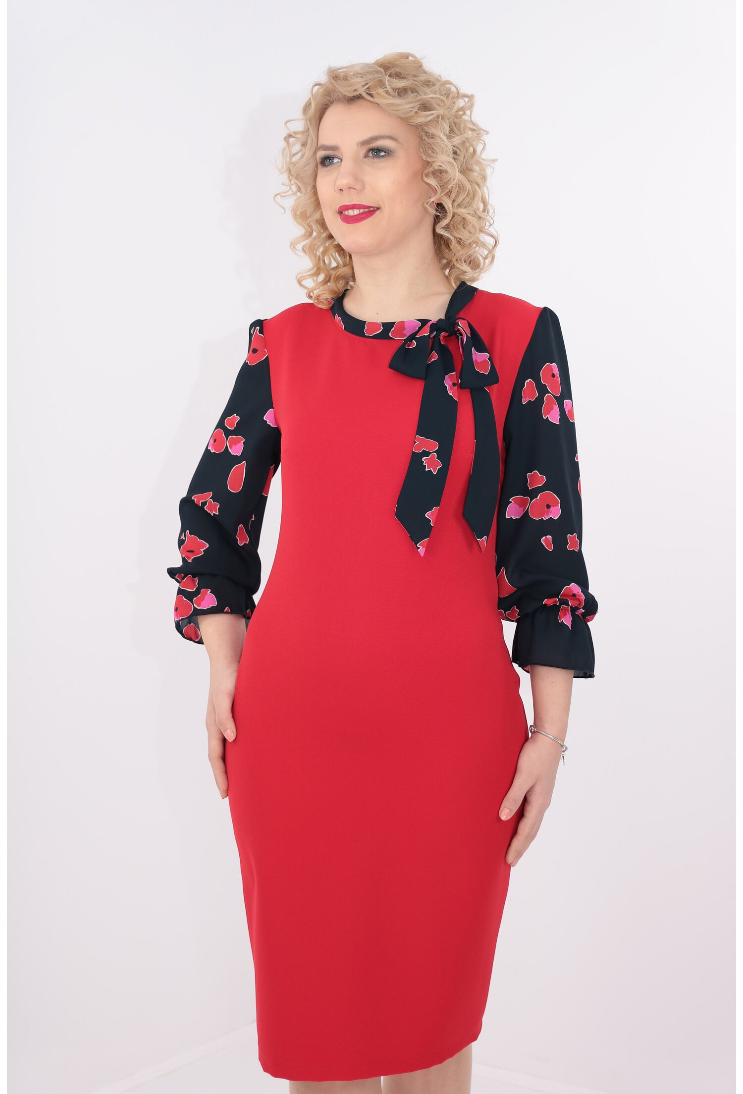 Rochie rosie cu maneci si esarfa din voal bleumarin