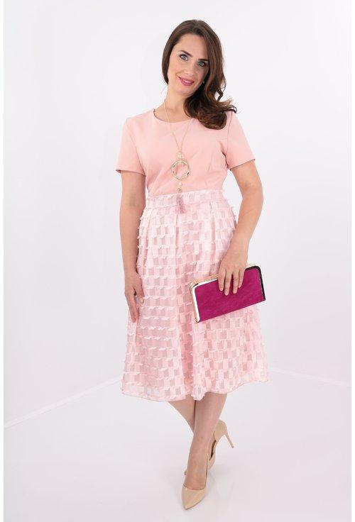 Rochie roz cu voal in carouri