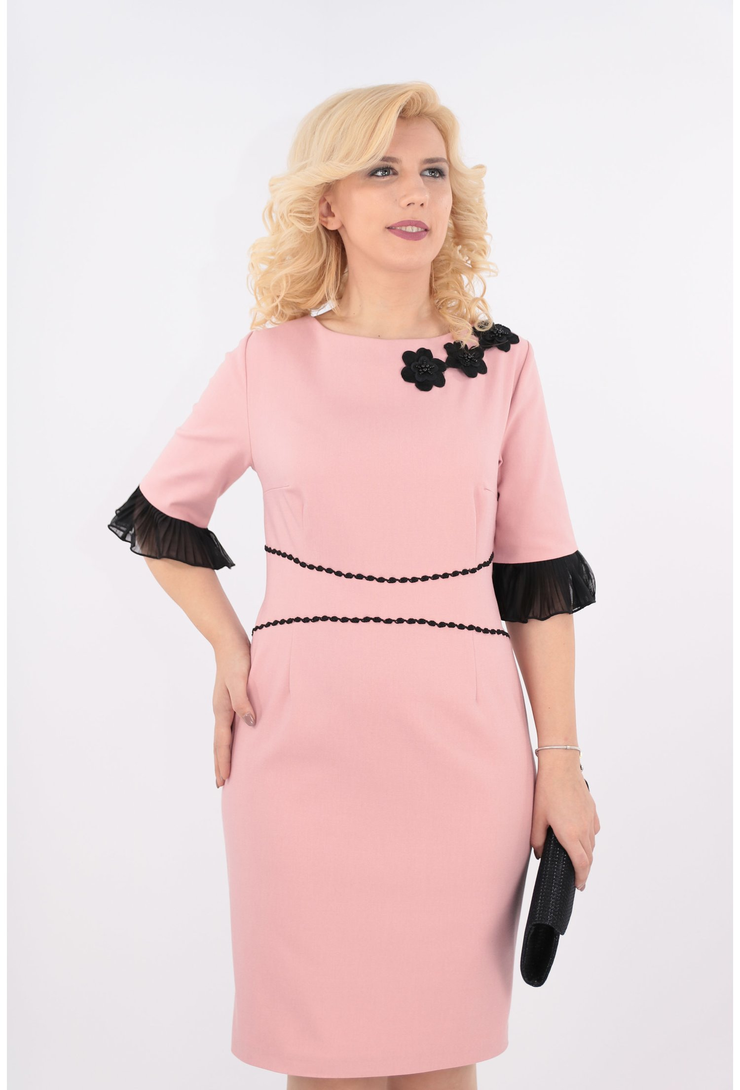 Rochie roz pudra cu banda decorativa neagra
