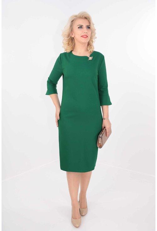 Rochie verde cu brosa aurie